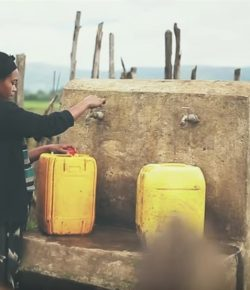 'Agua', la canción de Elefantes y Manolo García para Oxfam, supera las 860.000 visualizaciones: «Es una mosca cojonera»