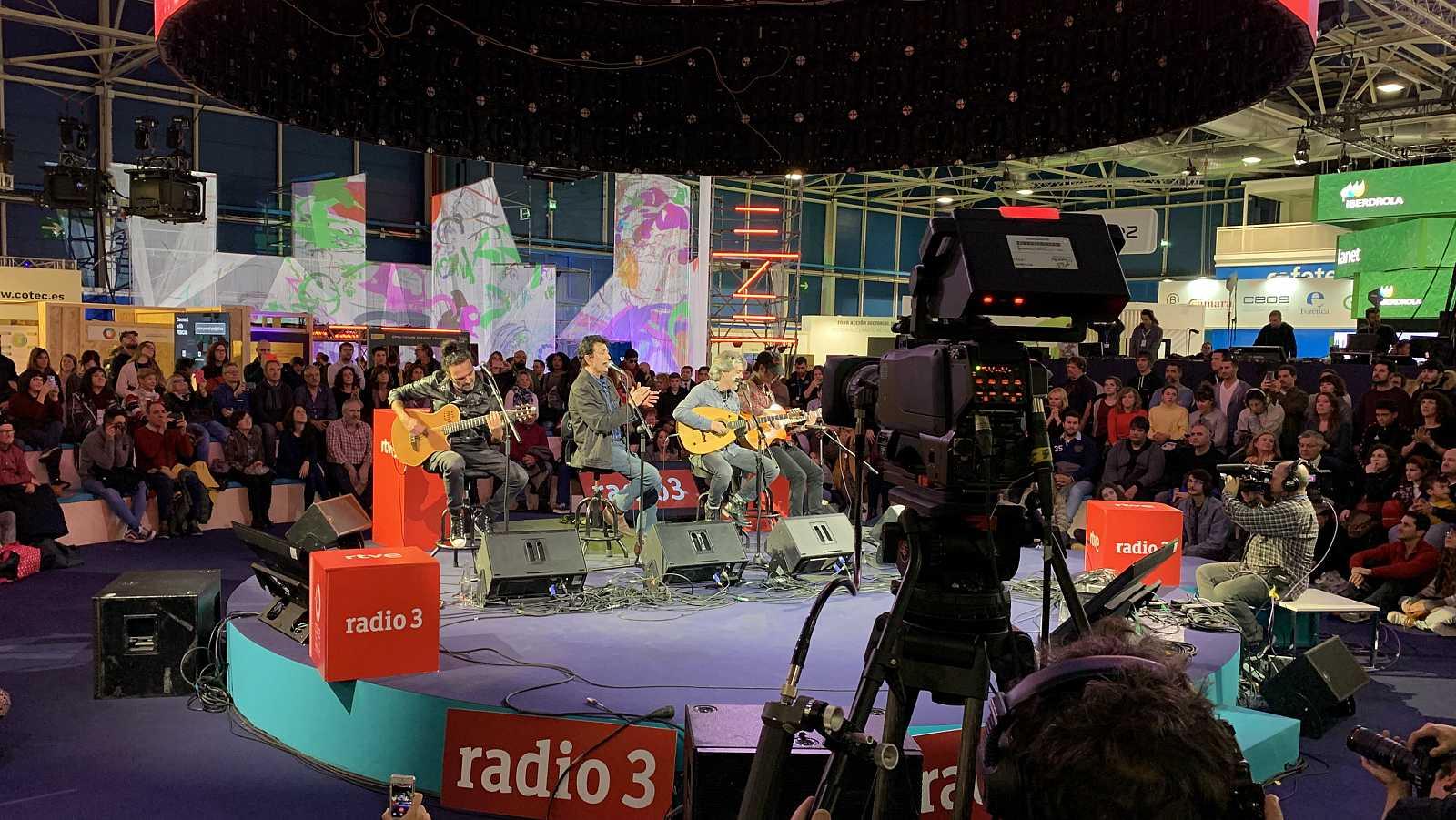 Actuación de Manolo García, con Víctor Iniesta, Josete Ordóñez y Ricardo Marín en la COP25, escenario verde, Radio 3